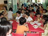 Ngành học MN TP.HCM năm nay tiếp tục căng thẳng chỗ học. Trong ảnh: Một trường mầm non ở quận 1