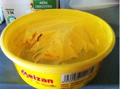 Chân con gián trong bơ thực vật