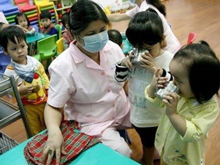 Trường mầm non Họa Mi - Để kịp thời phát hiện bệnh tay chân miệng, cần thường xuyên theo dõi sức khỏe học sinh mầm non