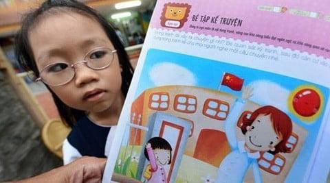 Trang 16 cuốn sách Phát triển toàn diện trí thông minh cho trẻ dành cho các em nhỏ chuẩn bị vào lớp 1 của Nhà xuất bản Dân Trí đăng cờ của Trung Quốc. Ảnh: Tuổi trẻ.