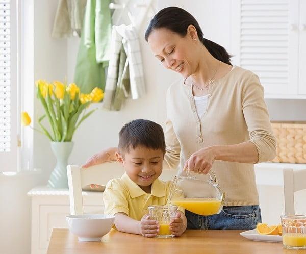 Những lưu ý về dinh dưỡng cho trẻ mầm non lúc giao mùa