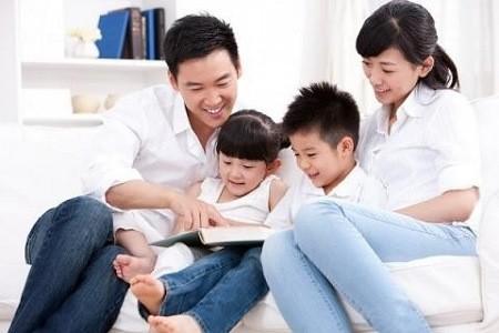 Đọc cùng con chứ không đọc thay con.