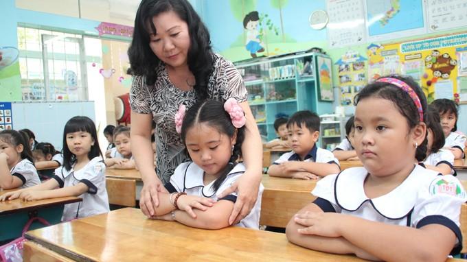 Học sinh lớp 1 Trường tiểu học Trần Bình Trọng, Q.5, TP.HCM trong một tiết học đầu năm mới 2013-2014 - Ảnh: Như Hùng