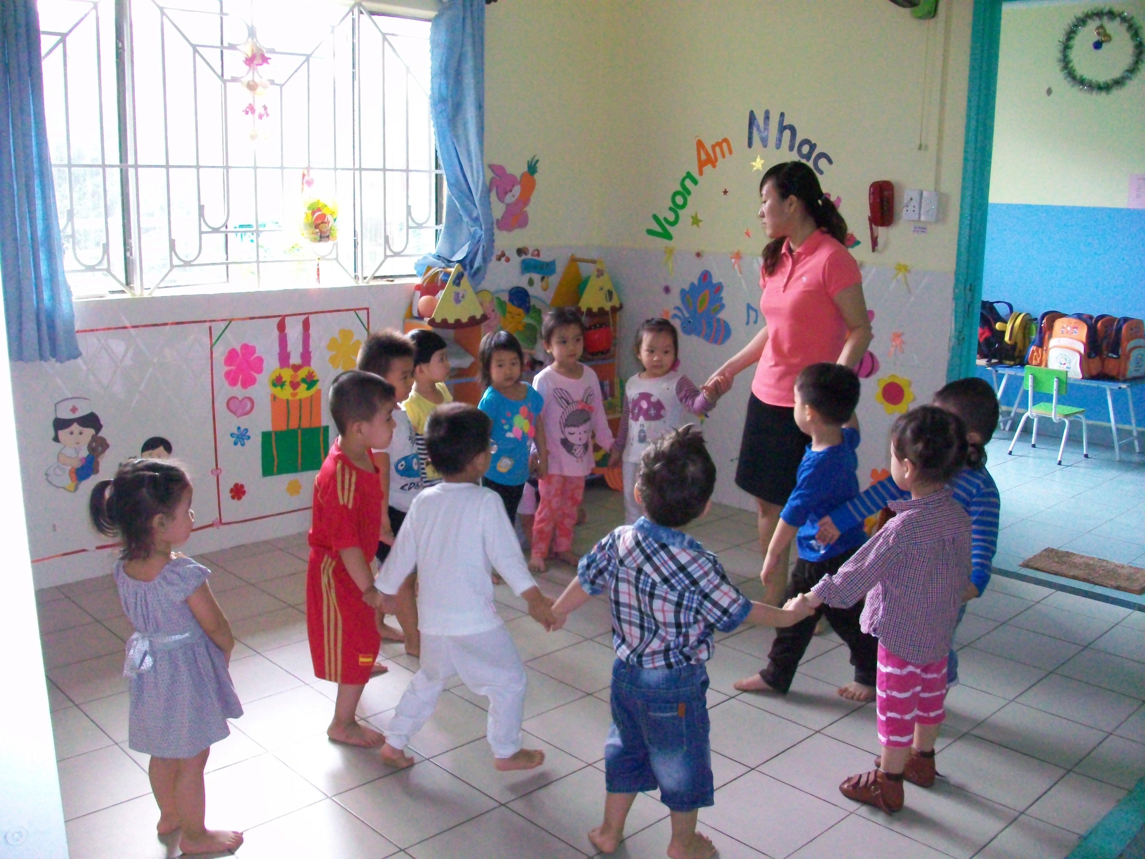 Hình ảnh vui chơi, học tập của các bé khối Nhà trẻ