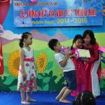 Phát phần thưởng cuối năm trường mầm non Họa Mi 2015