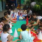 Các bé chuẩn bị cho lễ hội mừng ngày thành lập QDND VN 22/12 và Noel - Hình 1