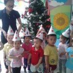 Các bé chuẩn bị cho lễ hội mừng ngày thành lập QDND VN 22/12 và Noel - Hình 13