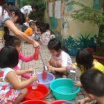 Hoạt động vui chơi ngoài trời của bé tại trường mầm non Họa Mi 12/2016 - Hình 4