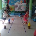 Hoạt động vui chơi ngoài trời của bé tại trường mầm non Họa Mi 12/2016 - Hình 6