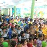 Hình ảnh lễ khen thưởng tại Trường mầm non Họa Mi năm học 2016-2017 (Hình 17)