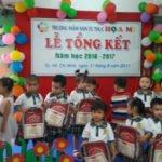 Hình ảnh lễ khen thưởng tại Trường mầm non Họa Mi năm học 2016-2017 (Hình 5)