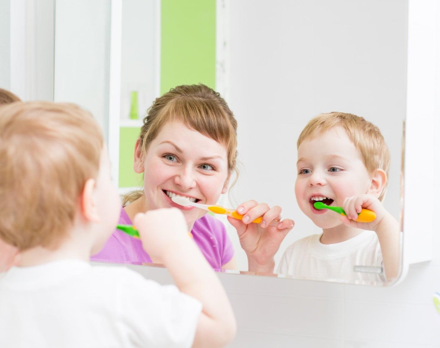 Bài thơ thiếu nhi: Bé đánh răng - Thơ mầm non hay